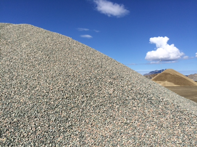 Stein, pukk og sand fra Burøya
